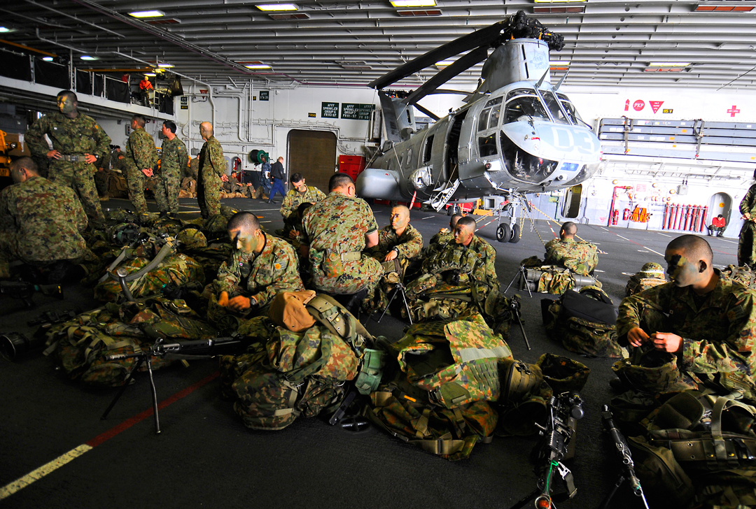 JAGSDF soldiers onboard a US Navy warship