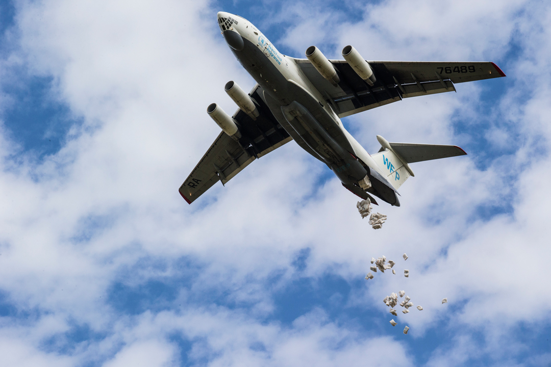 World Food Programme Il-76 dropping food
