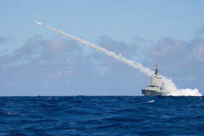 HMAS-Hobart-launching-missile-1